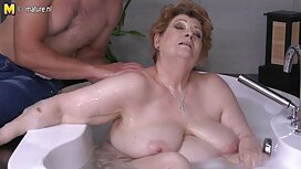 Prekrasna drolja miluje sebe na sex movis tube kraljevskom krevetu